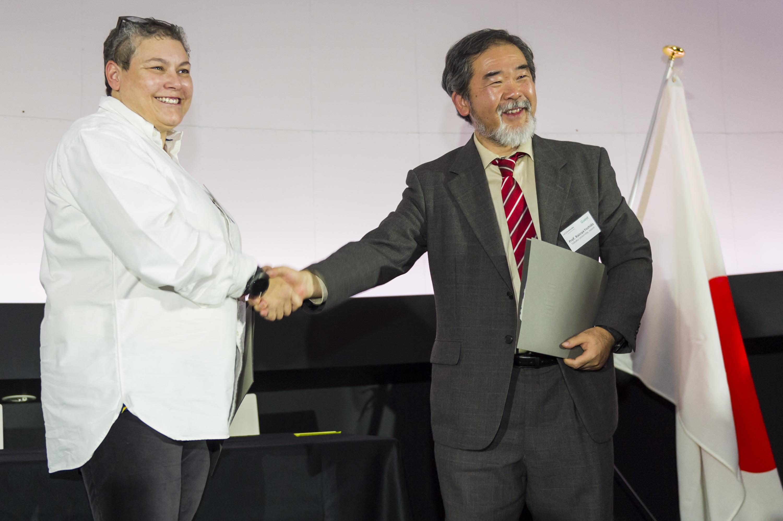 Professeur Tonie van Dam, vice-rectrice pour la formation doctorale à l'Université du Luxembourg et le Kazuya Yoshida, Professor of Aerospace Engineering de la Tohoku University