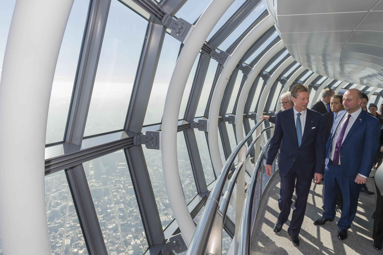 Lucien Weiler, maréchal de la Cour ; S.A.R. le Grand-Duc et Étienne Schneider, Vice-Premier ministre, ministre de l'Économie visitant le Skytree