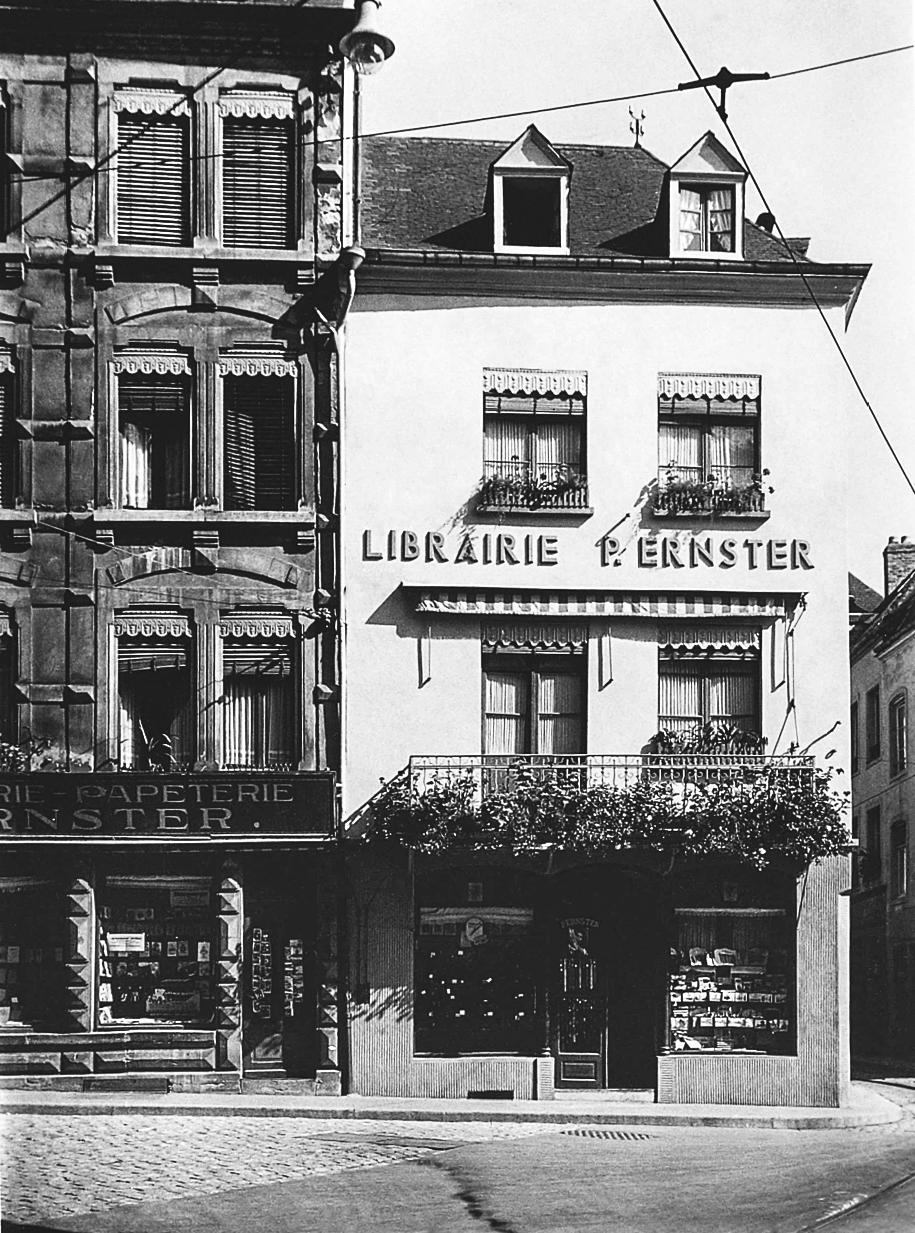 Première photo de la librairie à l'époque où elle se situait au 29 de la rue du Fossé.