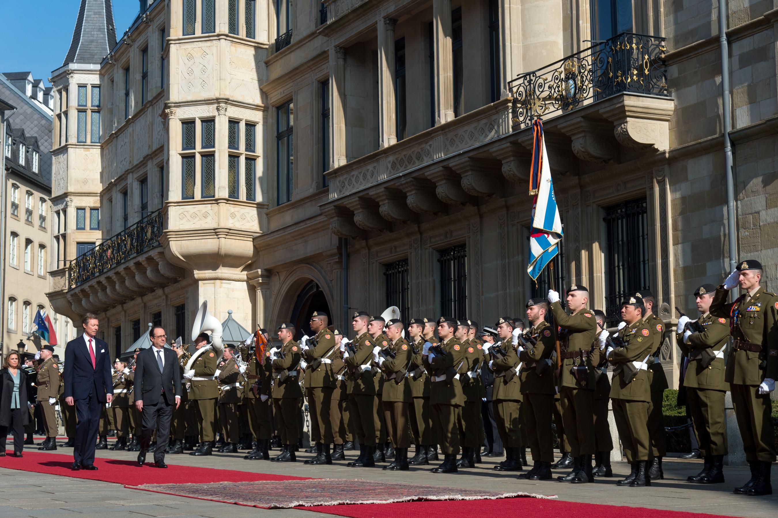 Accueil officiel du président de la République française, François Hollande, par LL.AA.RR. le Grand-Duc et la Grande-Duchesse. (Photo: Sip / Charles Caratini)