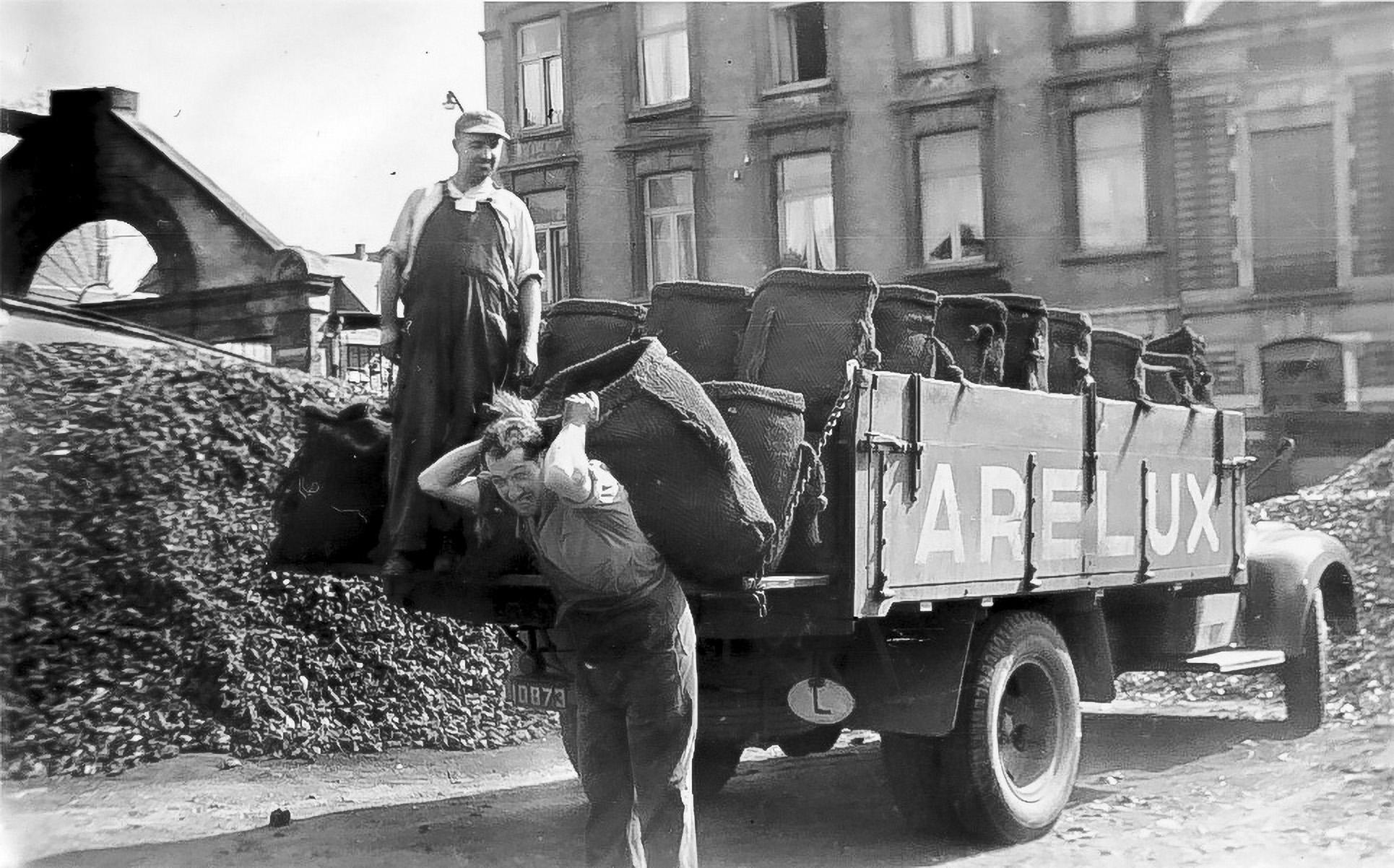 Camion de livraison Arelux (1955). L'ère du charbon s'achève, place au pétrole.
