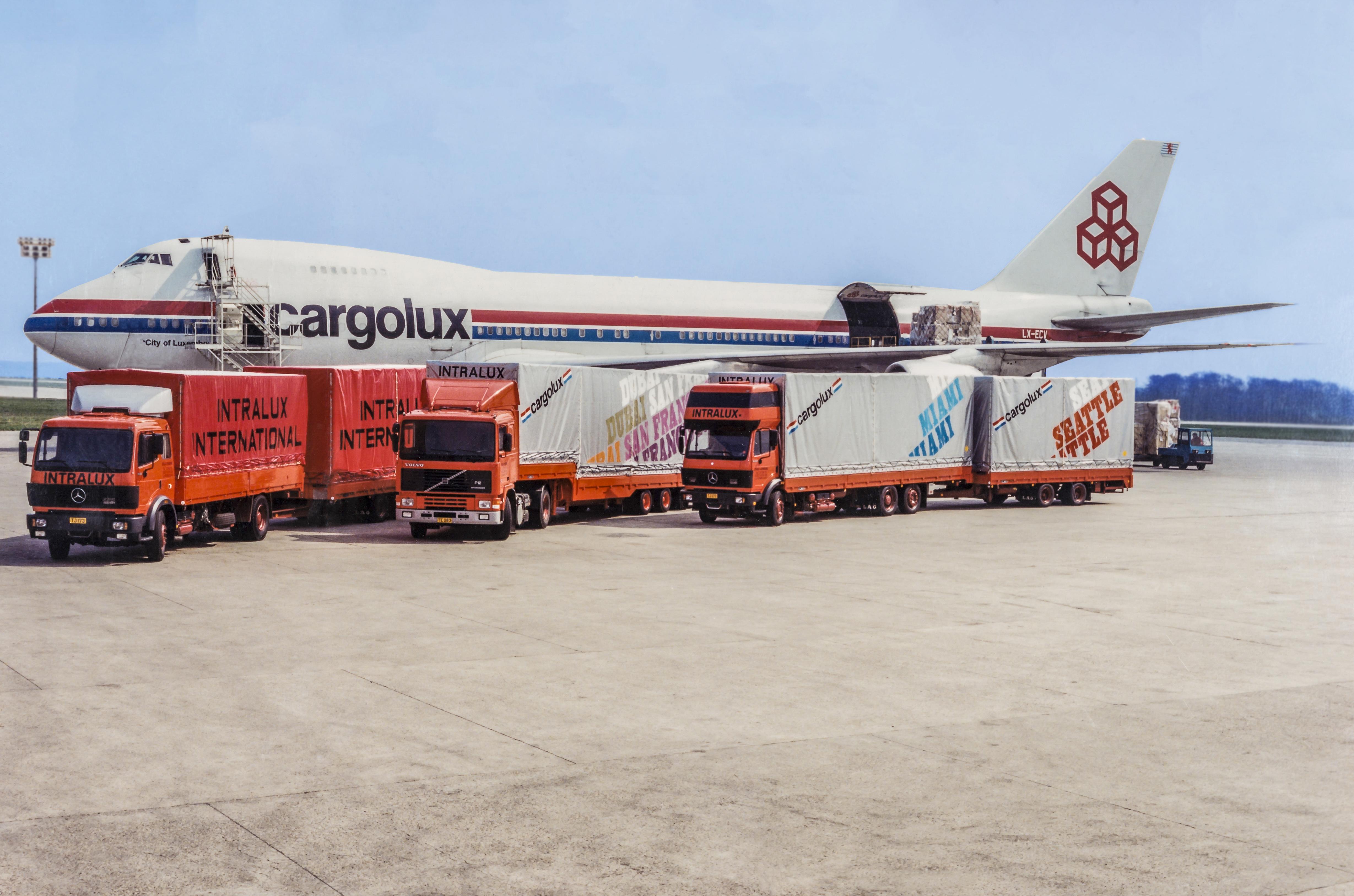 Transport de fret aérien pour le compte de Cargolux (1992).