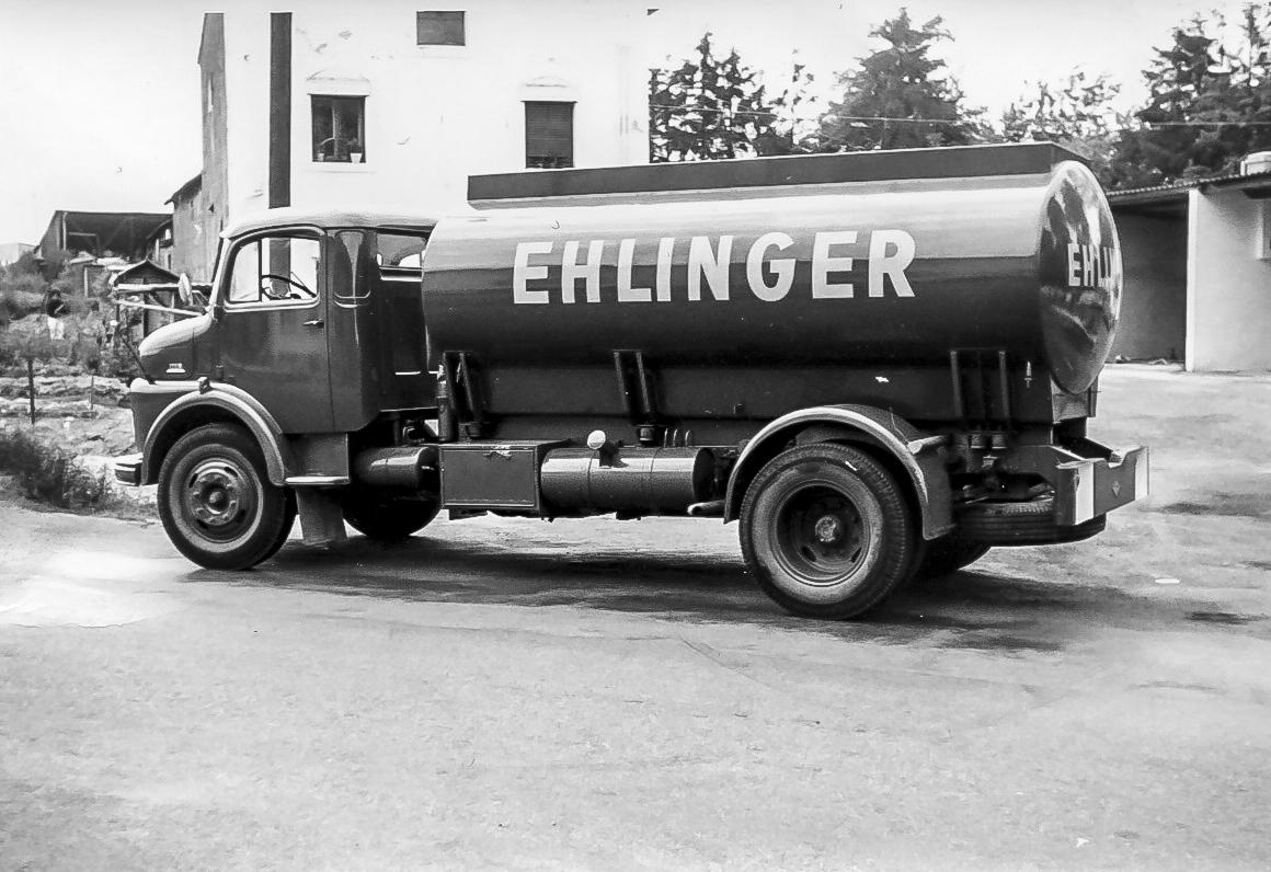 Camion-citerne Mercedes d'une capacité de 8.000 litres (1962).