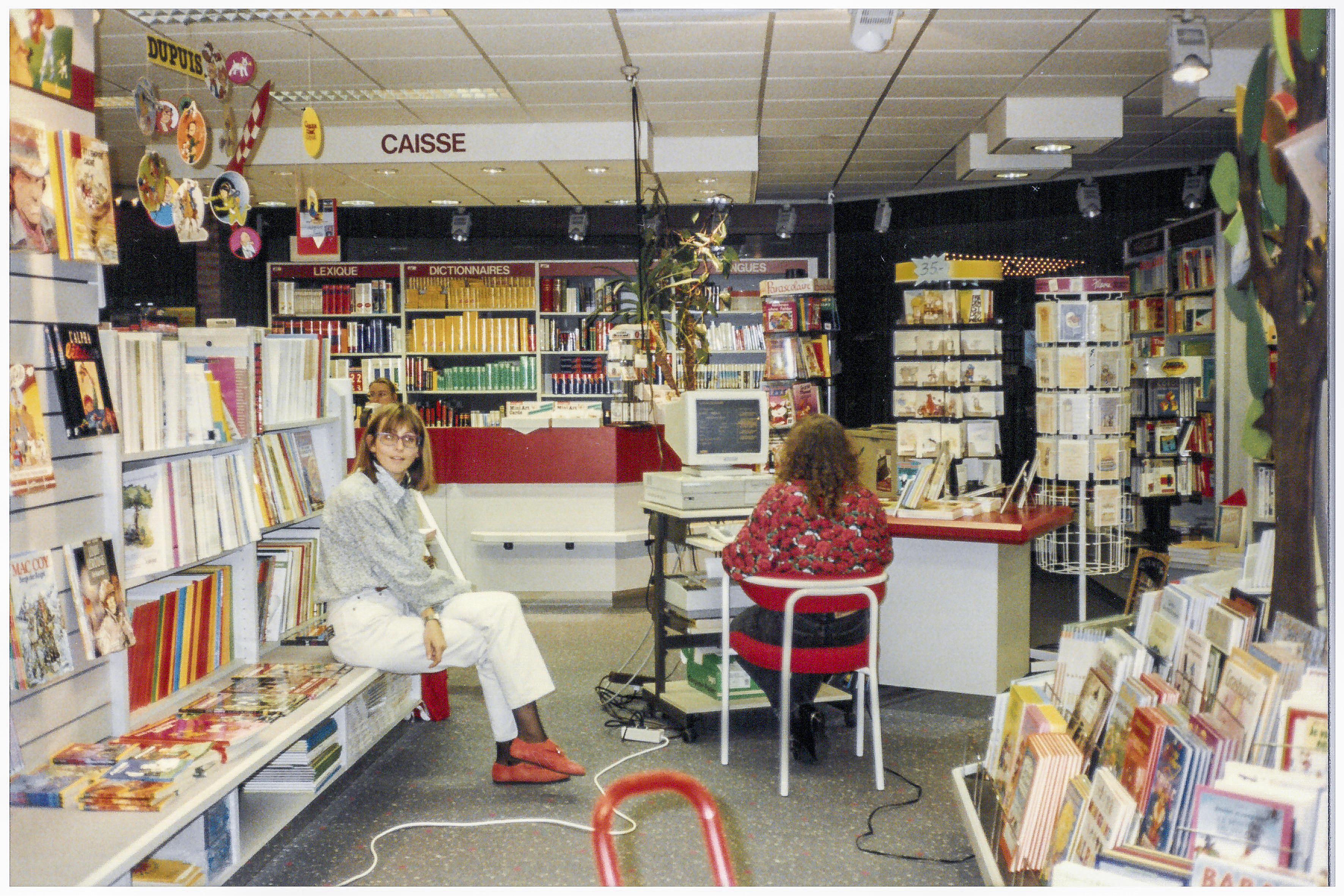 Travaux d'inventaire de la librairie du centre commercial La Belle Étoile (années1990).