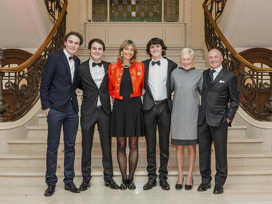 Photo de la famille Ernster: 3 générations de libraires. De gauche à droite: Max, Paul, Annick, Pit, Josée et Fernand.