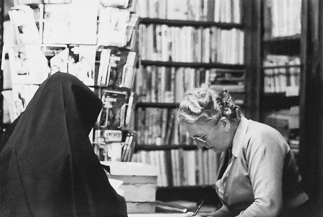 Claire Ernster-Kihn assurera la gérance de la librairie jusqu'en 1956.
