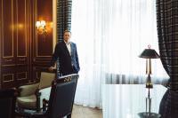 Le CEO d'East-West United Bank, Sergey Pchelintsev, active les 80 collaborateurs en formant des groupes de travail transversaux.