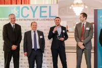 Julien Brunel (milepKr) tenant le prix des CYEL awards 2016, entouré de Philippe Bloch, Patrick Wies (KPMG) et Ralf Lentz (BGL BNP Paribas).