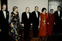 Leurs Altesses Royales le Grand-Duc et la Grande-Duchesse, Leurs Altesses Royales le Grand-Duc Héritier et la Grande-Duchesse Héritière, le Prince Guillaume, ainsi que Son Excellence le Président de la République Française et Madame François Mitterrand