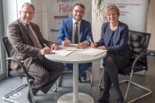 Isabelle Schlesser, directrice de l'Adem, Gilles Risser, directeur général de Moovijob et Nico Binsfeld, directeur général de Post Telecom PSF et représentant d'ICT Luxembourg