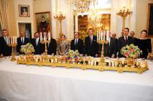 Toutes les activités de la Cour, d'un dîner de gala (ici au printemps dernier, en l'honneur de François Hollande) aux sorties officielles ou privées des membres de la famille régnante, concernent les employés du Palais et les collaborateurs de l'ombre.