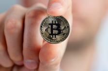 Payer en cryptomonnaie par carte bancaire