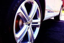C'est la marque Volkswagen qui reste leader du secteur, avec 709 nouveaux véhicules immatriculés en mars.