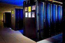 Utilisé pour faire des simulations numériques dans le domaine industriel, scientifique ou médical, le calcul à haute performance exige tellement de ressources que les calculs ne peuvent être effectués à l'aide d'ordinateurs à usage général.