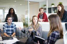 Des employés qui se concertent avec leurs employeurs pour moduler leur emploi du temps ont plus de chance d'être productifs et satisfaits de leur travail.