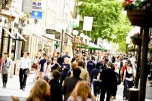 Dans le détail, les frontaliers belges travaillant au Luxembourg gagnent en moyenne 56.532 euros par an, contre 46.756 euros pour les frontaliers français, soit environ 20% de moins.
