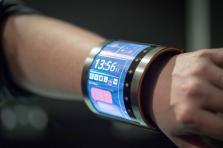 2019 verra apparaître les premières applications concrètes d'écrans souples pour téléphones portables.