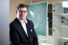 Philippe Poirier est professeur de science politique et titulaire de la Chaire de recherche en études parlementaires à l'Université du Luxembourg. Il est professeur invité à l'Université de Turin à partir depuis le 1er septembre 2018.
