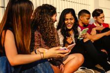 Les jeunes délaissent majoritairement les ordinateurs au profit des smartphones, plébiscite Snapchat (85,3%) et Instagram (66,7%) au détriment de Facebook et Twitter (28,7% et 16,3% respectivement).