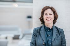 Distinction – Suzanne Cotter a été faite Chevalier des Arts et des Lettres par le ministère de laCulture en France.