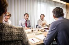 Marc Giorgetti, Hugues Delcourt et Daniel Schneider, trois des six membres du jury durant une séance de travail.