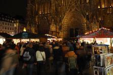 L'auteur des faits aurait accédé au périmètre déjà très sécurisé du marché de Noël par le pont du Corbeau en se dirigeant vers la rue des Orfèvres. C'est là qu'il aurait ouvert le feu.