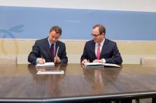 Le Premier ministre Xavier Bettel et Frédéric Genta, délégué interministériel pour la transition numérique monégasque, lors de la signature du partenariat.
