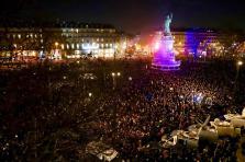 Près de 20.000 personnes étaient réunies ce mardi soir place de la République à Paris.