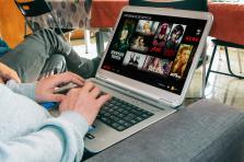 Grâce au plug-in «Learning Languages with Netflix» disponible sur Chrome, les abonnés à Netflix peuvent désormais apprendre une langue étrangère tout en visionnant le programme de leur choix.