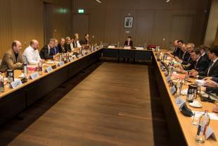 Selon le nouveau calendrier officiel, les réunions plénières de coalition se dérouleront au moins jusqu'au 5 décembre.