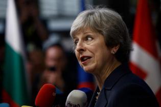 Un peu plus tôt dans la soirée, Theresa May avait également annoncé qu'elle n'avait pas l'intention de mener la campagne du parti conservateur pour les élections législatives de 2022.