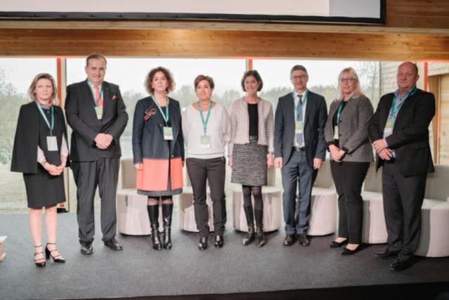 Lydia Mutsch entourée des lauréats de l'Award «Actions Positives» 2017