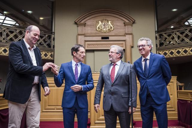 Claude Haagen (à gauche) a pris le relai en tant que rapporteur du projet de loi. Le ministre des Finances (à droite), Pierre Gramegna, a défendu un budget construit via une approche qualitative.