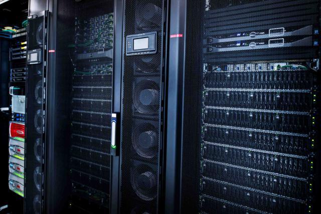 Pour ne pas se laisser devancer, l'Union européenne veut développer des supercalculateurs, indispensables au traitement des données de l'IA.