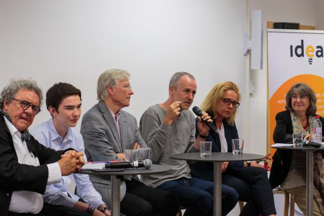 Les six «formateurs» ont échangé avec le public sur les projets présentés.