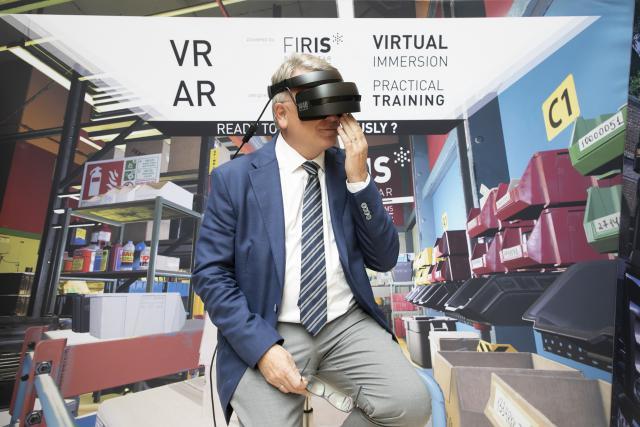 Nicolas Schmit, ministre du Travail, de l'Emploi et de l'Économie sociale et solidaire, a notamment expérimenté la réalité virtuelle de Firis.