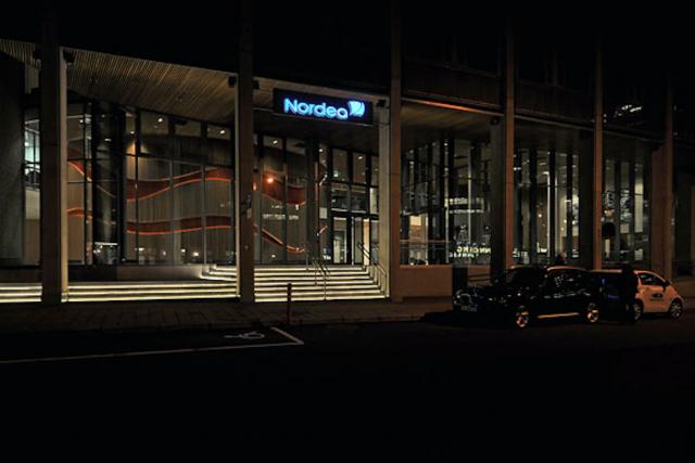 Si Nordea Bank et Barclay's ont «à peu près la même valeur marchande», la première compte moins de 30.000 employés et la seconde80.000, fait remarquer Bloomberg.