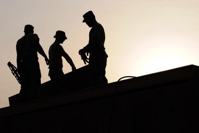 Les travailleurs extérieurs sont les plus à même de souffrir de la chaleur.