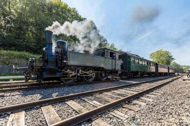 Le voyage en locomotive d'époque au Fond-de-Gras offre aux visiteurs un véritable plongeon dans le passé.