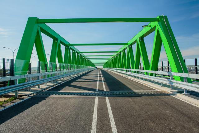 Grâce à un nouveau viaduc, la zone industrielle est désormais entièrement reliée au terminal intermodal rail/route.