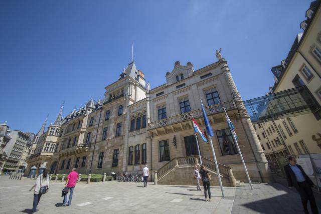 Chaque député peut bénéficier d'un bureau équipé à proximité de la Chambre.