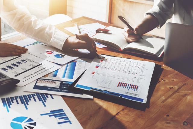 Un auditeur peut gagner de 38.000 à 65.000 euros brut par an selon son expérience et un contrôleur peut prétendre jusqu'à 98.000 euros, selon l'étude de Robert Half.