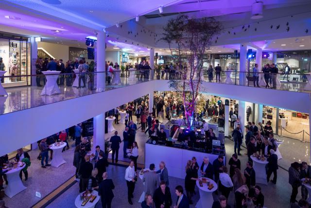 Avec un total de 50.000 m2 d'espace commercial, dont 12.000 m2 bruts pour la nouvelle extension, le City Concorde réussit à obtenir un mix spécifique à Luxembourg avec des concepts individuels qui n'existe nulle part ailleurs.