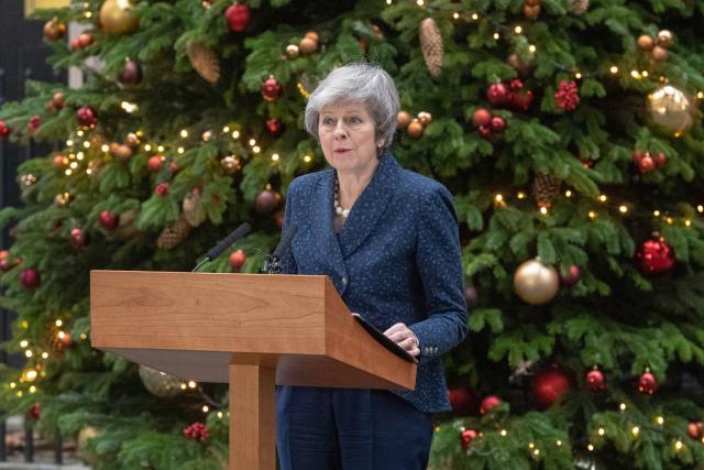 Ils ne sont guère nombreux à faire des cadeaux à Theresa May pour le moment.