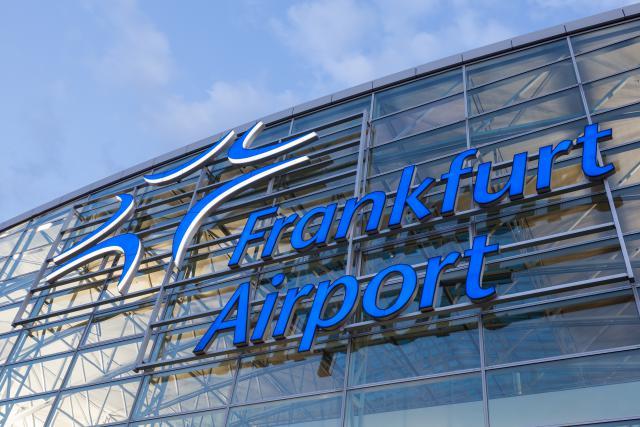 L'aéroport de Francfort-Hahn appartient à 82,5% au groupe chinois HNA et à 17,5% à l'État de Hesse.
