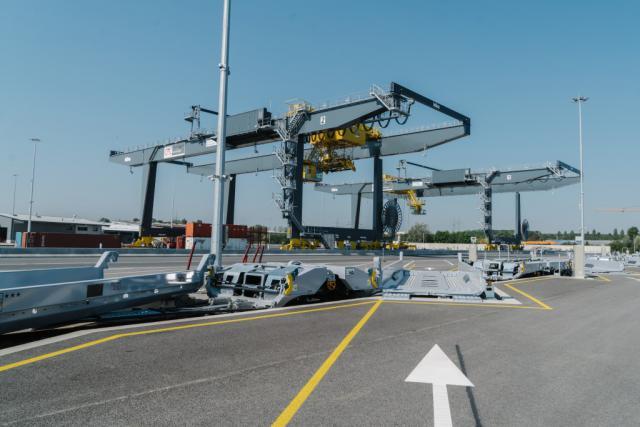 Dès avril prochain, la nouvelle autoroute ferroviaire effectuera six allers-retours par semaine pour un temps de trajet estimé à 22 heures.