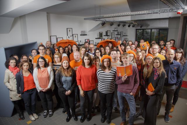 Maison Moderne en orange contre les violences faites aux femmes