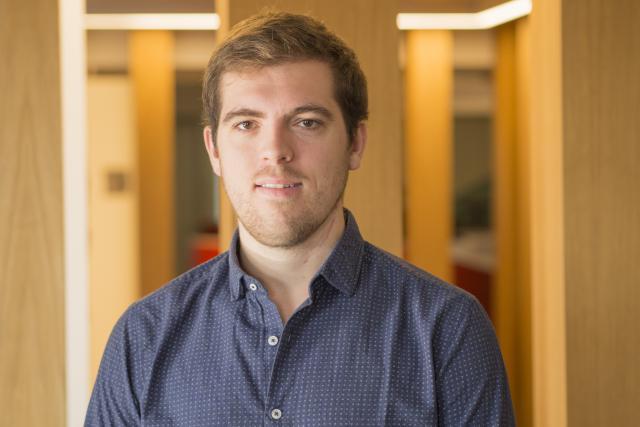 Maximilien Alost est titulaire d'un bachelor en marketing.