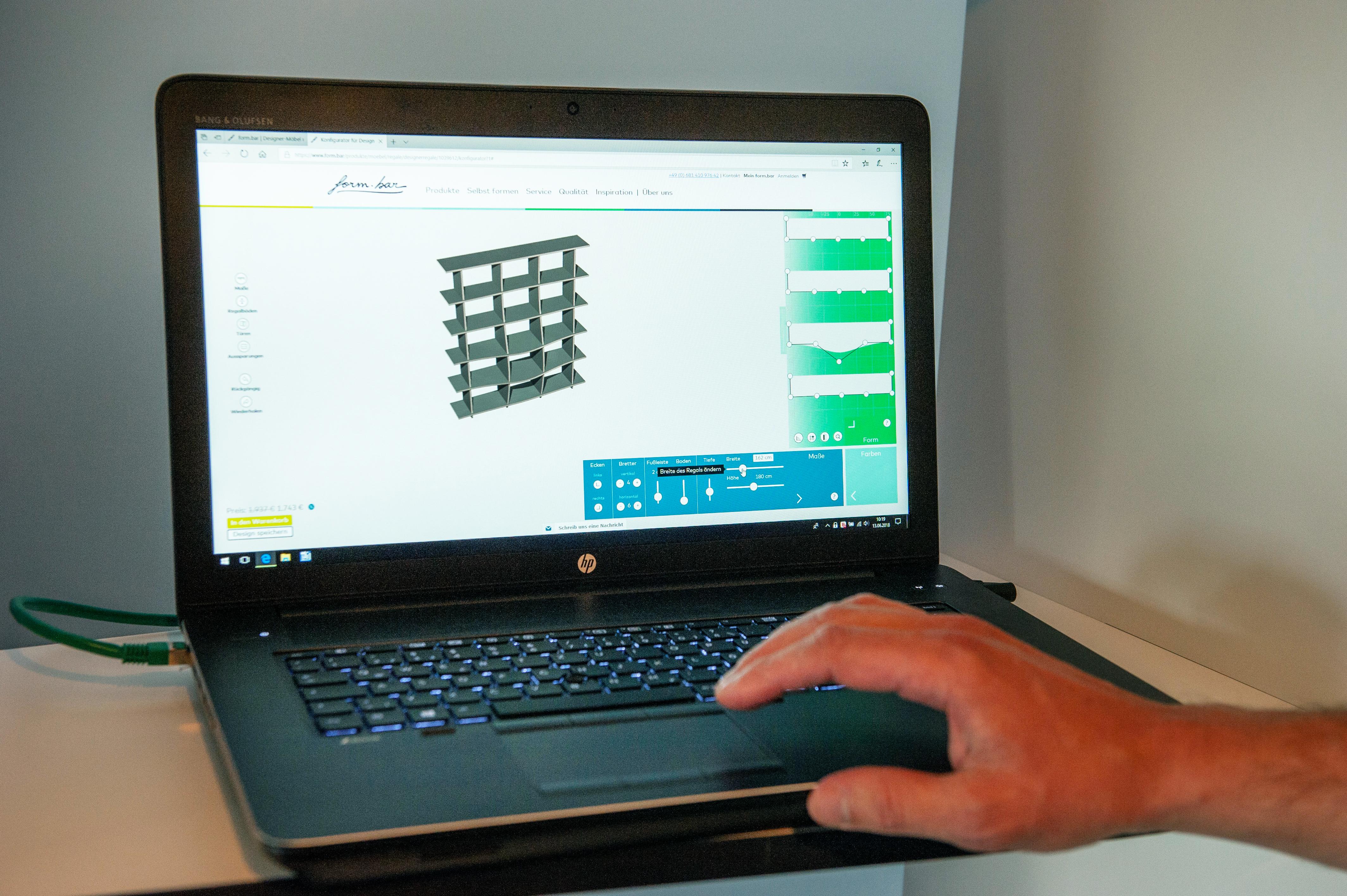 Un partenariat avec le site form.bar permet à la menuiserie de se développer grâce au web. (Photo: Lala La Photo)